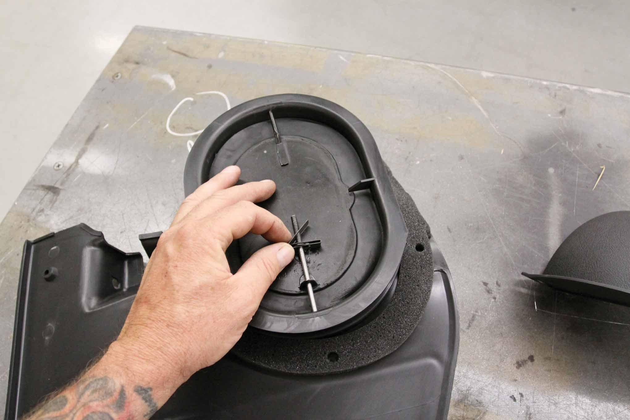 Connect the air vent actuator to the air vent valve. Make
