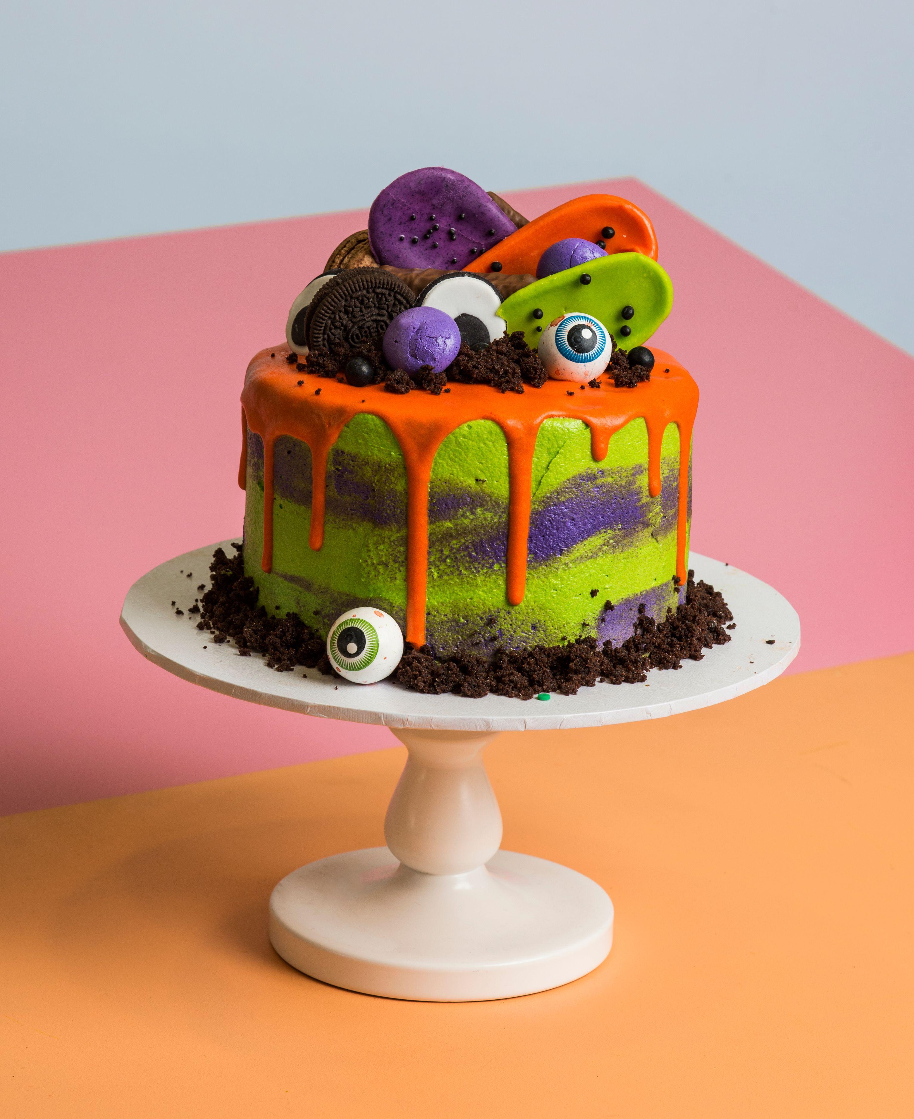 Halloween Drip Cake Halloween Treats Pinterest Drip cakes