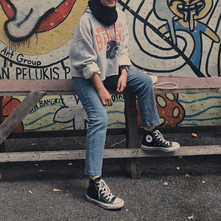 Hijabi Converse And Jeans Casual Hijab Outfit Gaya Swag Model