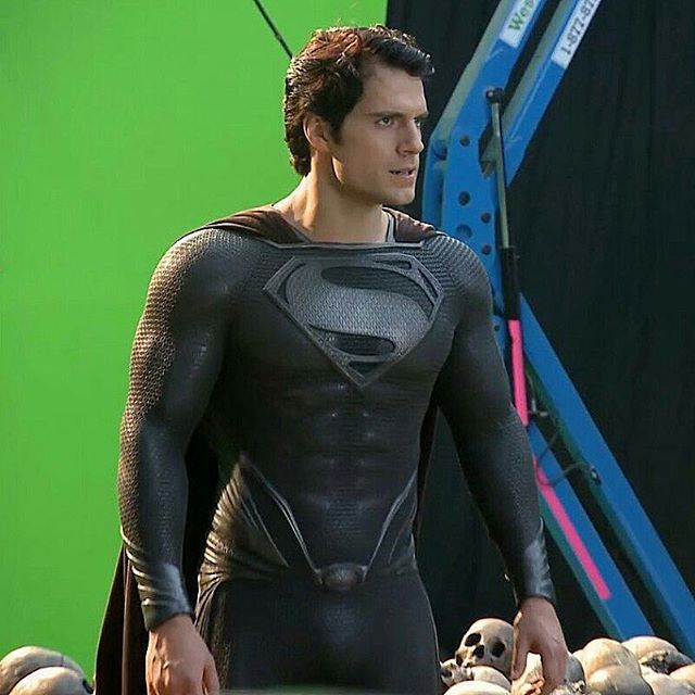 Best Look At The Black Suit In Man Of Steel From Sergioees On Twitter Superman Cavill Superman Henry Cavill Superman Black Suit