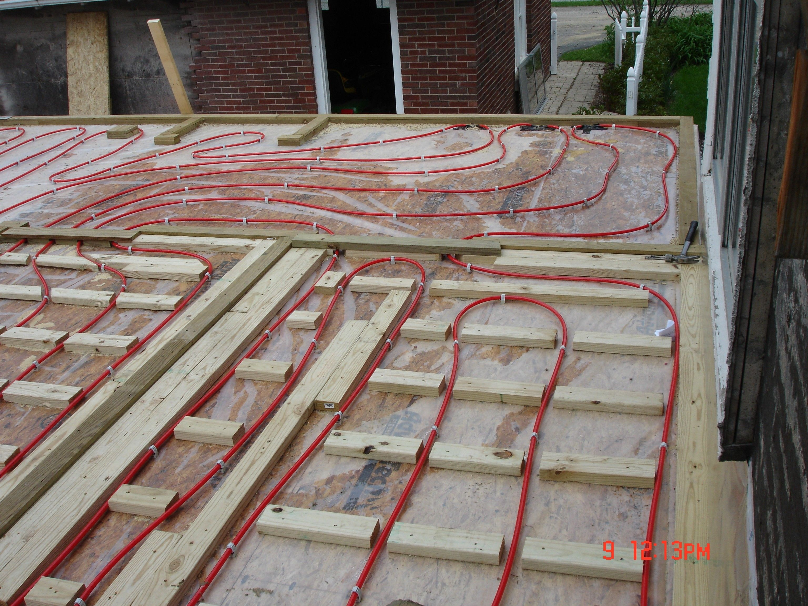 Radiant floor heating under tiles httpnextsoft21 radiant floor heating under tiles dailygadgetfo Image collections