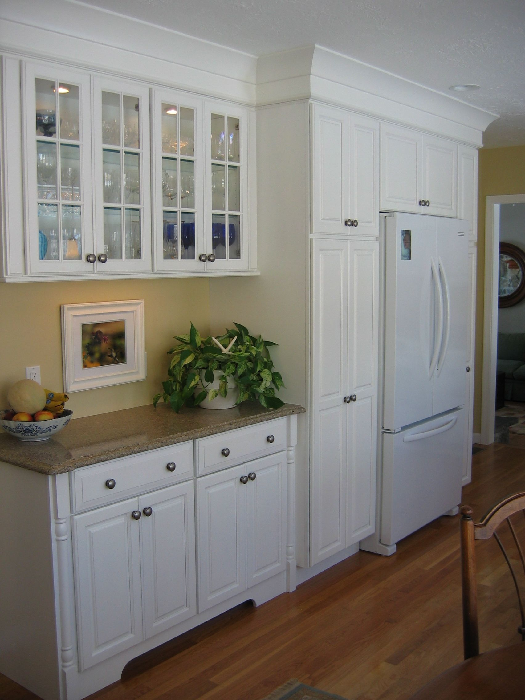 Kemper Cabinetry With Provence Arch Door Style And Maple With Dove White Finish The Countertop Is Quartz Toasted Kitchen Remodel Small Kitchen Design Kitchen
