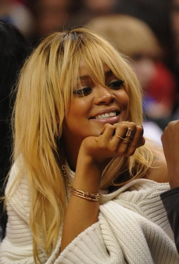 Rihanna S Platinum Blonde Hair Spurs New Vampy Style Photos