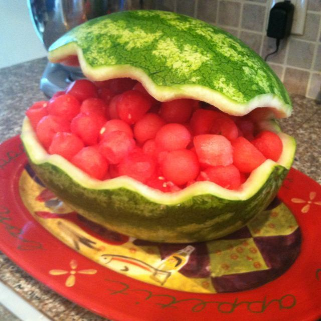 Watermelon carving carved as a clam for clambake