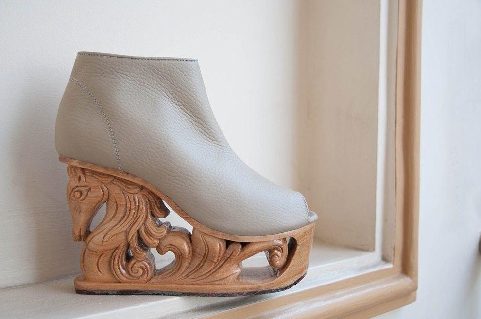 Increíble. Botines hechos a mano con el tacón esculpido...