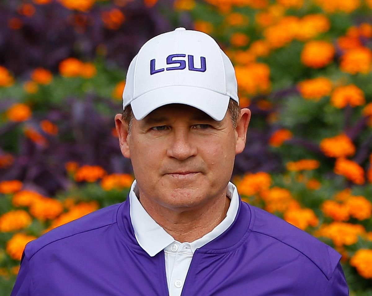 Les Miles Officially Agrees to Contract to Kansas