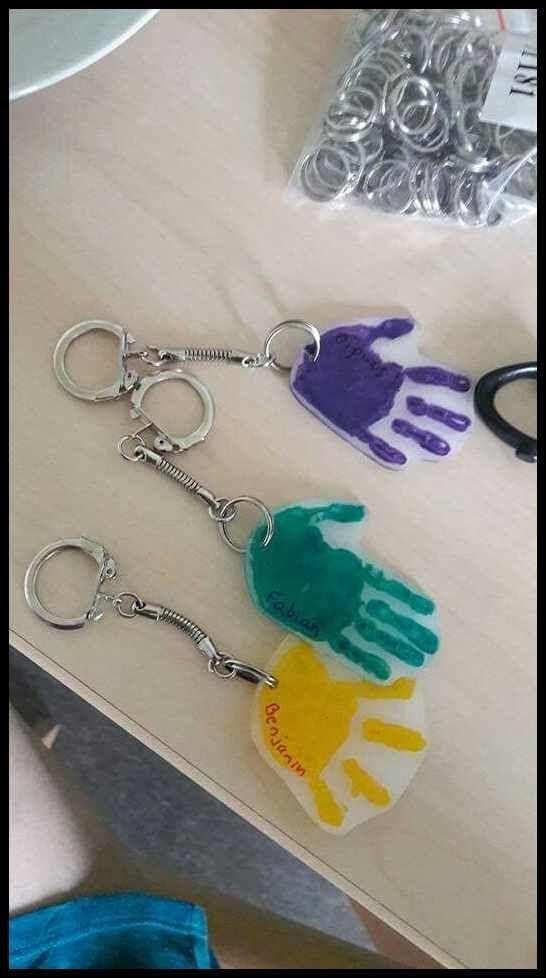 Schlüsselanhähnger handabdruck Geschenk aus Schrumpffolie