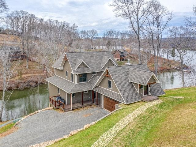 If you're ready to make your dream of high-end living a reality, give this home a look! #RealEstate  #BerkshireHathawayHomeServices #SmithMountainLake #RealEstate #LakeLife