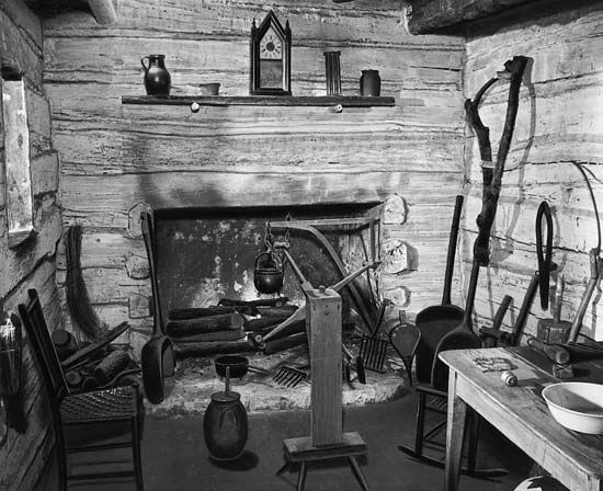 Abraham Lincoln S Log Cabin Replica Of The Interior Of Abraham Lincoln S Birthplace Shows Some Log Cabin Interior Cabin Interiors Log Cabin