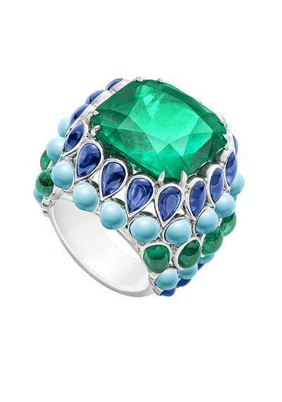 Ring%20in%20platinum%20set%20with%20one%20cushion-cut%20emerald%20(approx.%2017.48%20ct),%2024%20cabochon-cut%20natural%20turquoises%20(approx.%2013.60%20ct),%2022%20cabochon-cut%20blue%20sapphires%20(approx.%206.21%20ct)%20and%2010%20cabochon-cut%20emeralds%20(approx.%201.80%20ct).