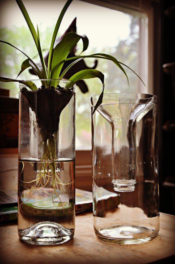 Ähnliche Artikel wie Pflanzer, hergestellt aus Recycling-Glas-Flaschen auf Etsy #recycledart