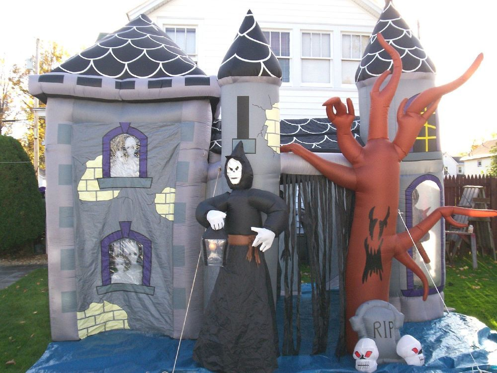 Gemmy Halloween Airblown Inflatable Haunted House Castle