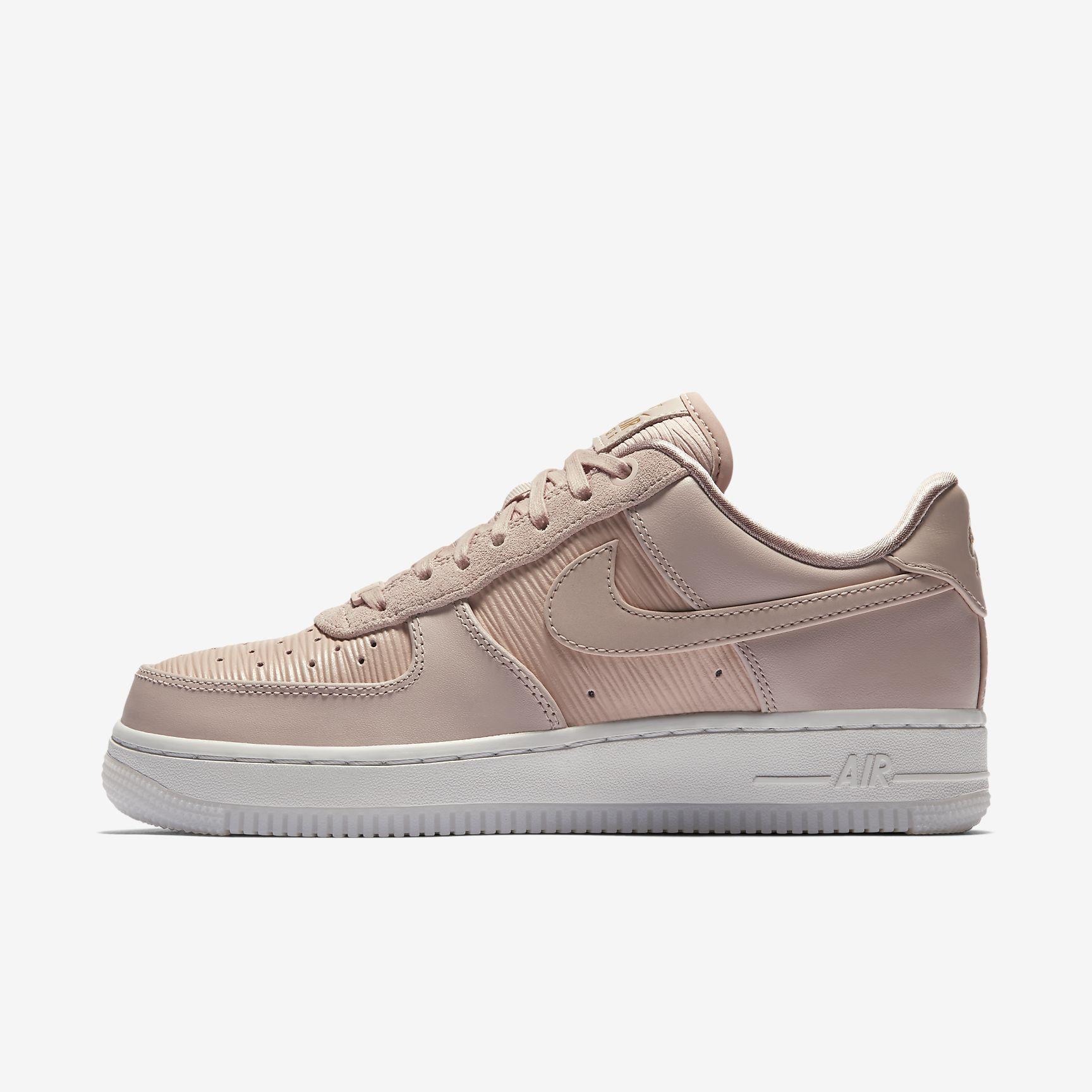 cc351bf3834af Nike Air Force 1 07 LX
