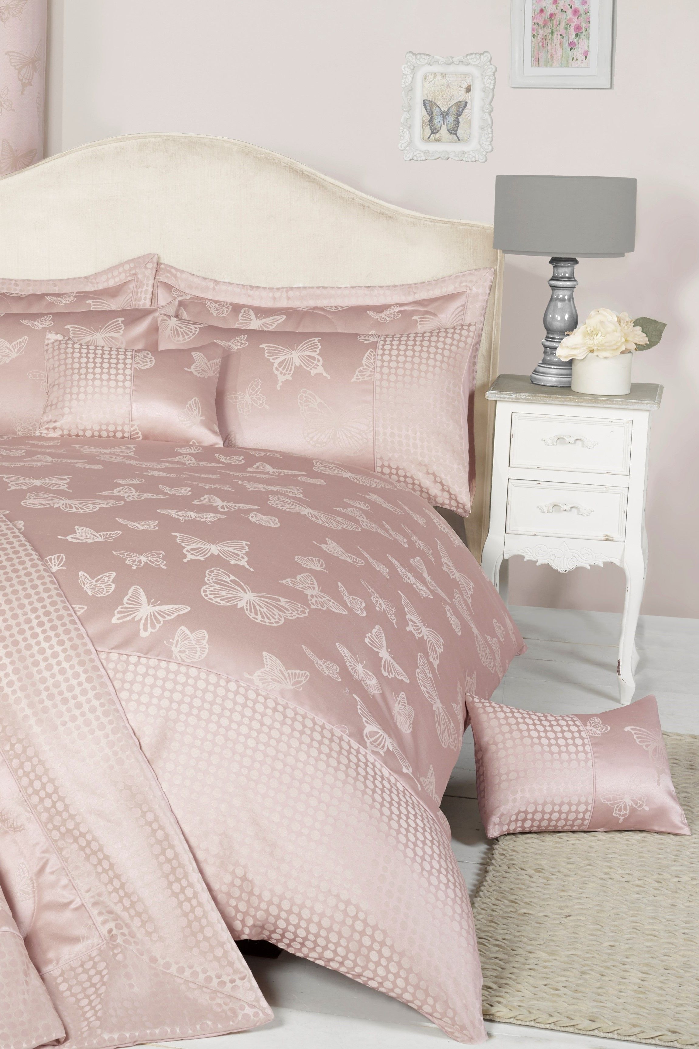 Schlafzimmer Pink Tagesdecke Deshaun In 2019 Trend Pures Pink Comforters Bed Pink