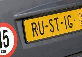 1-Jun-2013 20:22 - BROMMOBIEL VAN DE SNELWEG GEPLUKT, MAN RIJBEWIJS KWIJT. Een 64-jarige man uit Venlo die in zijn brommobiel met 40 kilometer per uur over de snelweg reed, is door de politie bij Lunteren van de weg…...