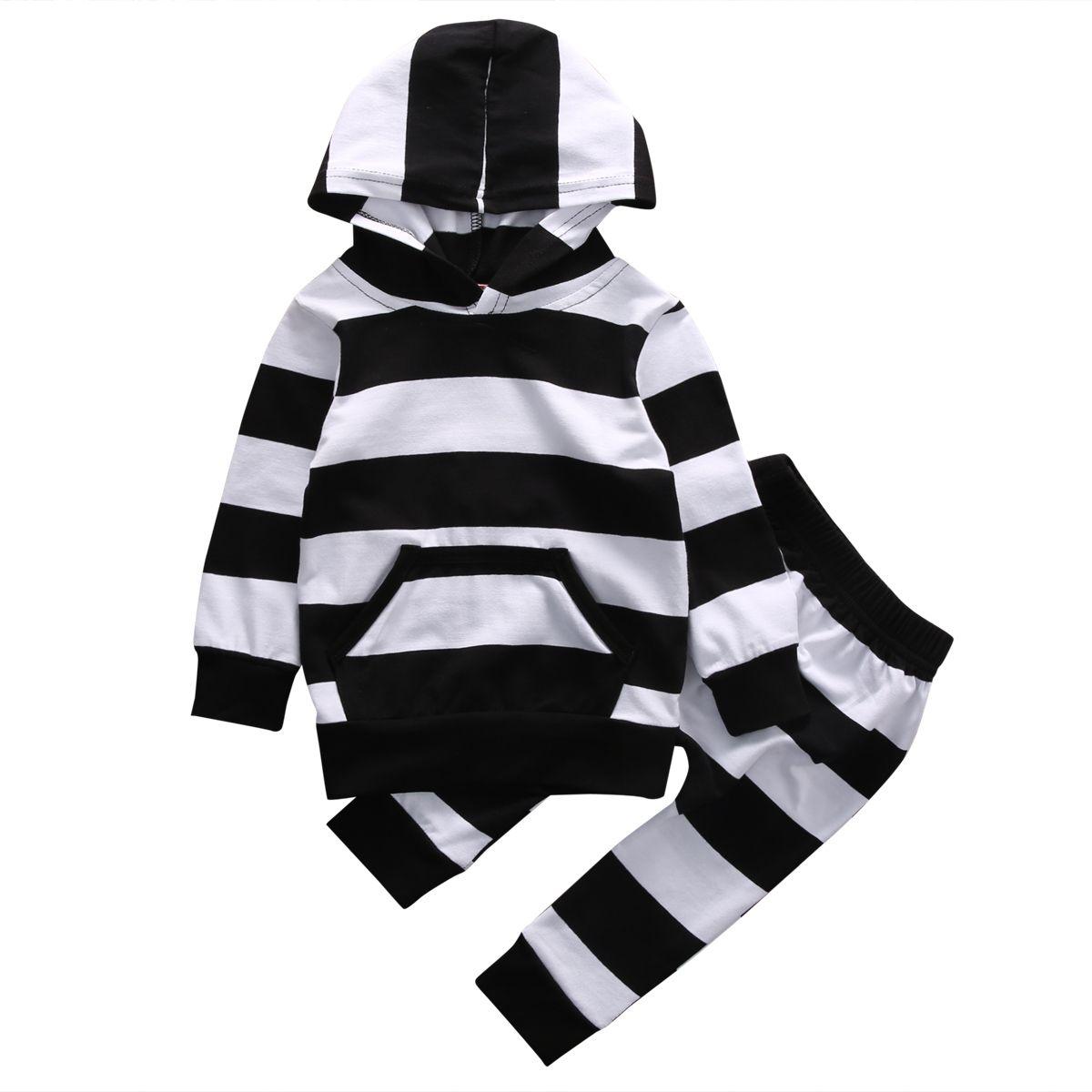 tee Doryti German Shepherd and Witch Unisex Sweatshirt