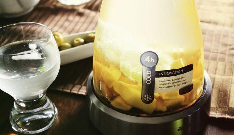 emsa FLOW Glaskaraffe mit Kühlakku im Stövchen - Ideal für Infused Water!