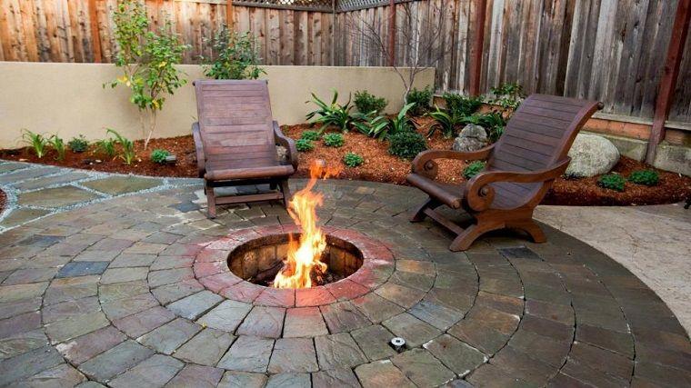 Pozo o plato de fuego y muebles modernos en el jardín | Pinterest ...
