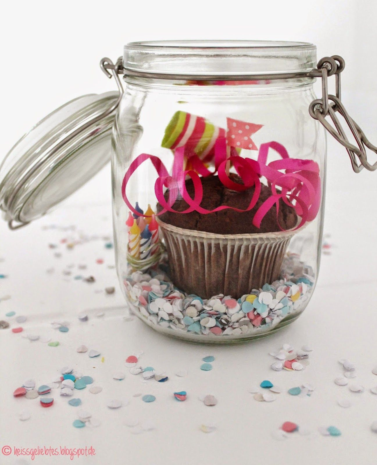 diy birthday in a jar geburtstag im glas muffin gift. Black Bedroom Furniture Sets. Home Design Ideas