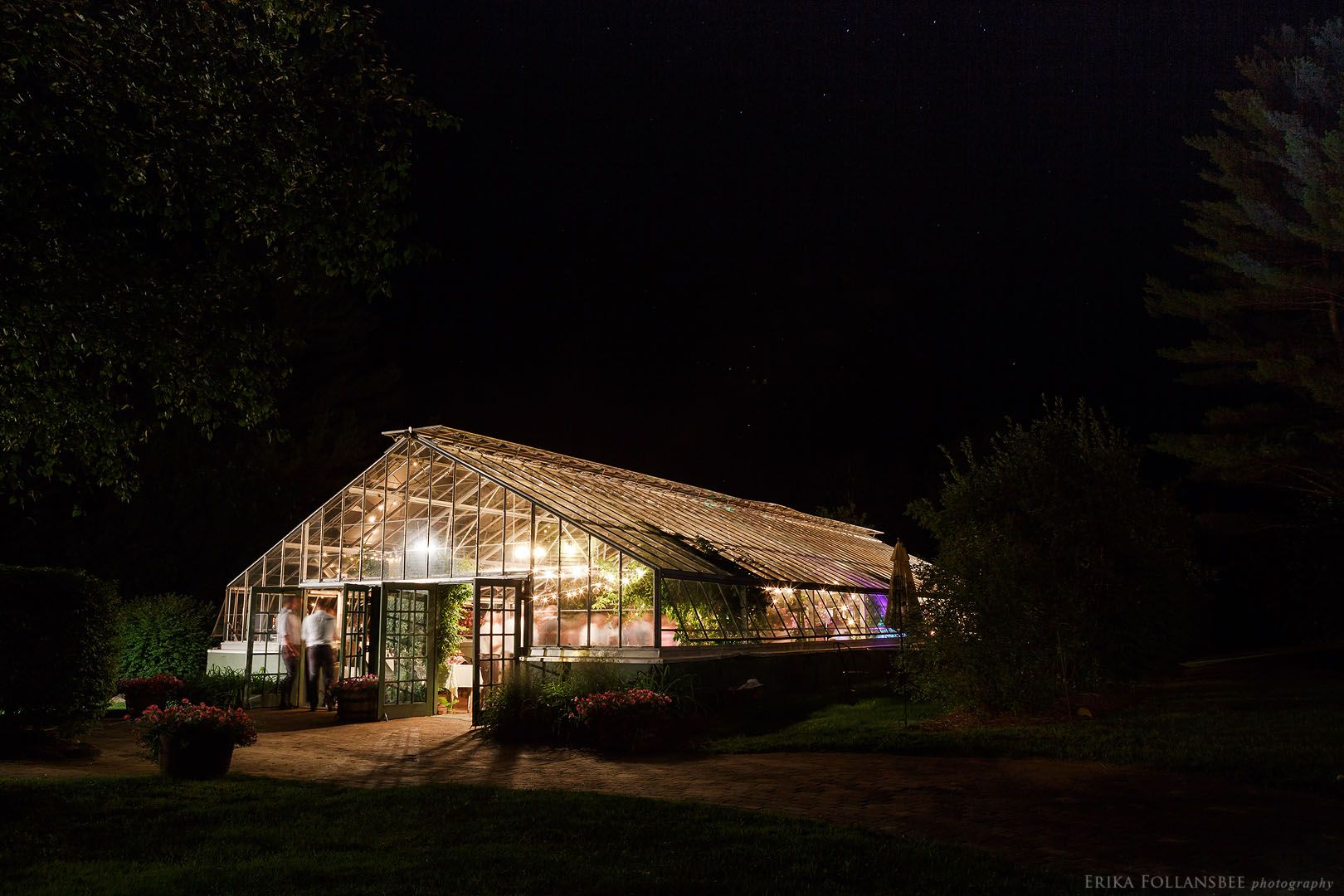 The Greenhouse At The Italian Farmhouse In Plymouth Nh Lit Up With Wedding Festivities At Night In 2020 Italian Farmhouse Greenhouse Farmhouse Greenhouses