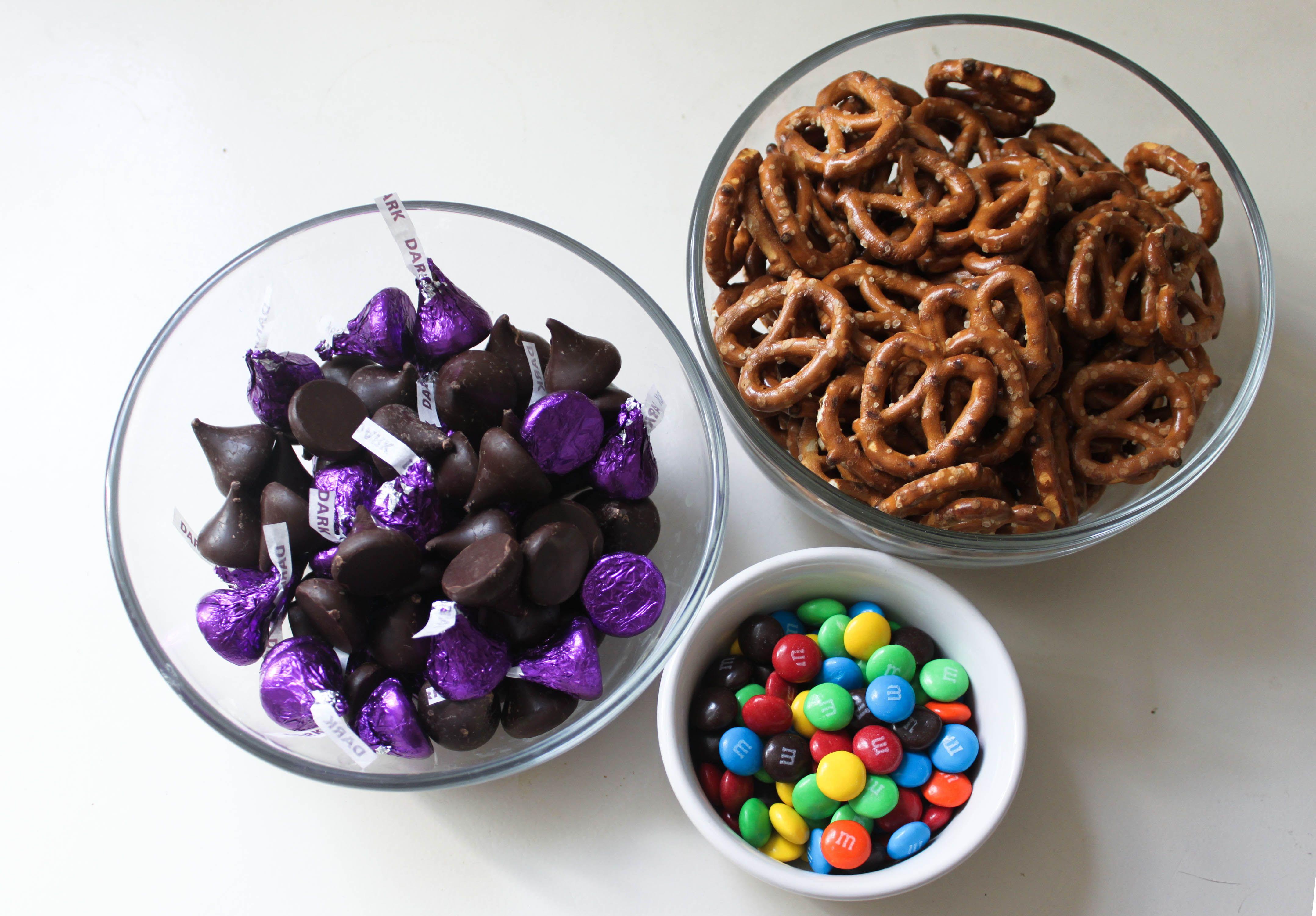 Dark chocolate pretzel bites