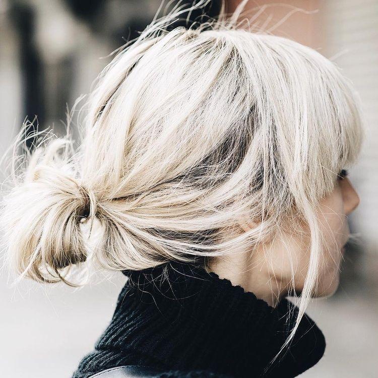 Frange Epaisse Chignon Bas Fait A La Va Vite Col Roule Le Bon Mix Instagram Lisa Dengle Cheveux Courts Blonds Coiffure Cheveux Mi Long Cheveux