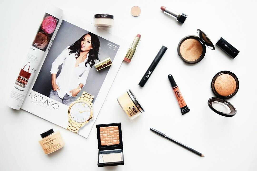 Today's blog post was inspired by my quick read of an ELLE issue last week. In the entire magazine there were only four black women advertised. It's rattling to know that we are going onto 2016 and there is still mass under representation of women of color in the beauty industry and general media. Shout out to great bloggers like @what.it.looks.like.on.me @cocoaswatches & @thepaintedlipsproject for bringing awareness. Sigh. Today I shared my 9 beauty tips for black women (and a little…