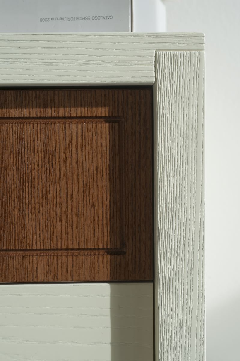 Dafne | Silk-screened drawer fits with the vanilla lacquered ash.