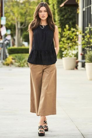 10cd36c00f0 These camel wide-leg trousers are GORG and when perfectly paired with those  Pearl Black Shoes it makes this outfit a winning combo.