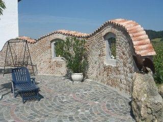 Steinmauer mit mediterranen Dachziegeln als Mauerabdeckung | Traum ...
