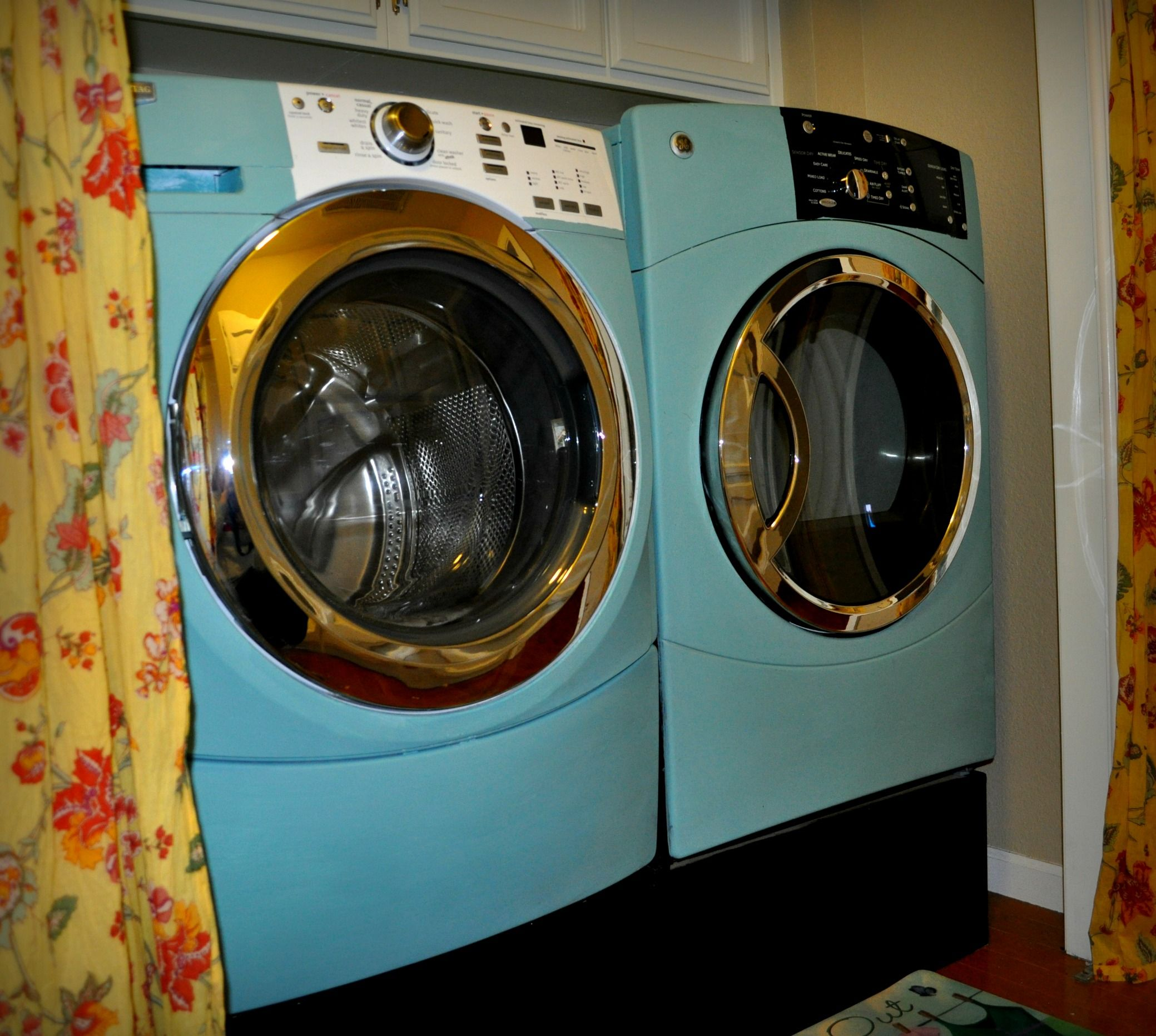I Painted My White Washer And Black Dryer With Chalk Paint Dream Laundry Room Painting Appliances Washer And Dryer
