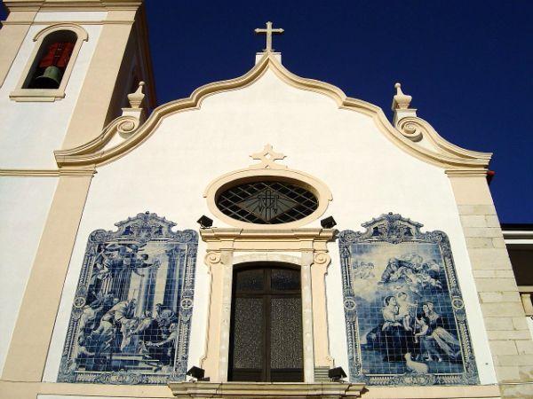 Paineis de azulejo na Igreja da Apresentação da Paróquia Vera Cruz, da cidade de Aveiro, no Largo da Apresentação