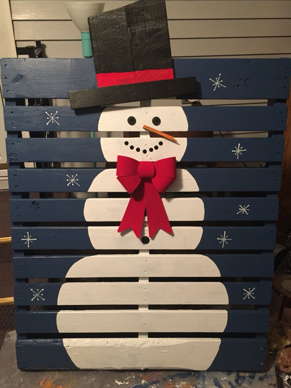17 Christmas Pallet Ideas You Can Easily Diy Christmas Decor Diy Pallet Christmas Creative Christmas