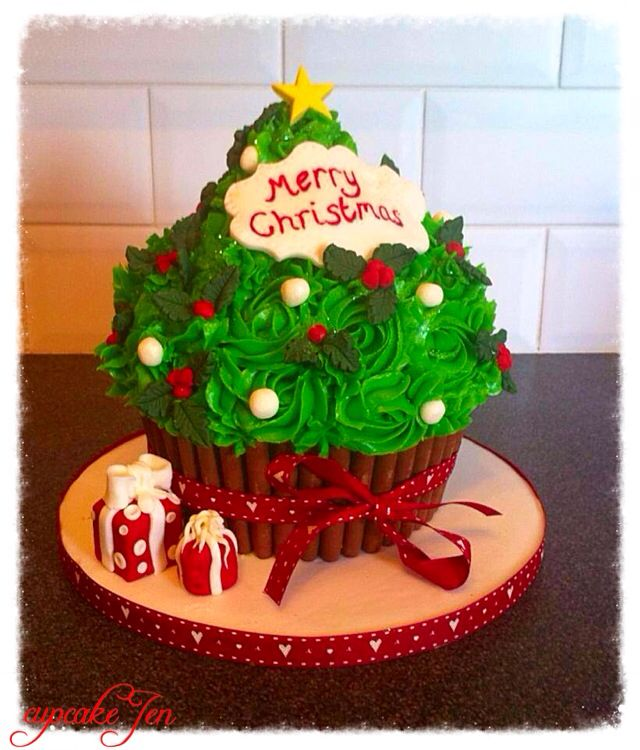 Giant cupcake Christmas tree … | Christmas Cakes and Cupcakes in 2018…