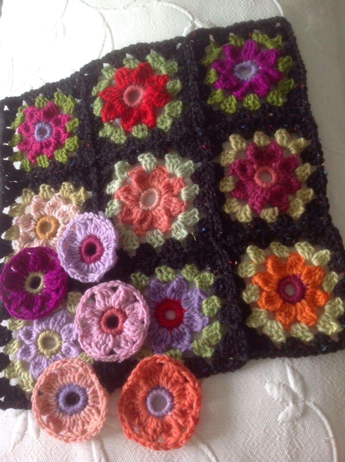 Daisy Granny Square wrap...... (SUSAN PINNER) | Granny squares, Star ...