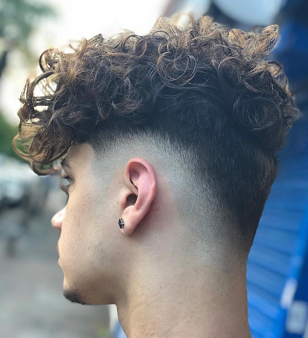 Short Sides Longer Top Haircut For Curly Curly Menshair Menshairstyle Mensthairstyletrends Cur Men S Curly Hairstyles Mens Hairstyles Curly Curly Hair Men
