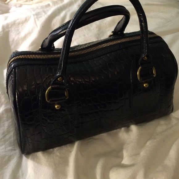 Banana republic black alligator skin handbag BRAND NEW!!!! never used, perfect condition, bag. Tons of storage space, gold accents $100 off original price!! Banana Republic Bags Shoulder Bags