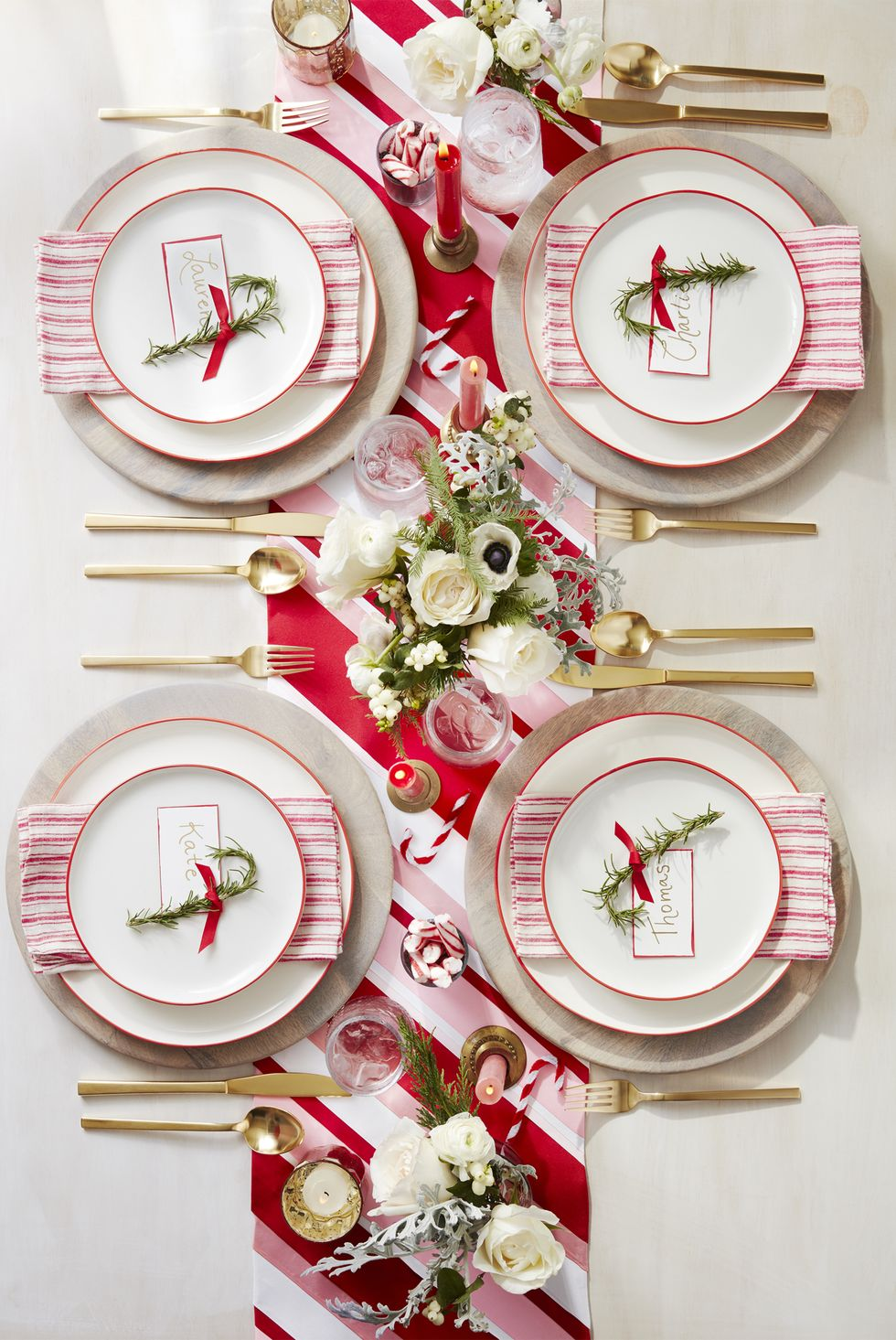 Turn Your House Into The North Pole With These Christmas Decorating Ideas Christmas Table Decorations Christmas Table Centerpieces Christmas Dining Table