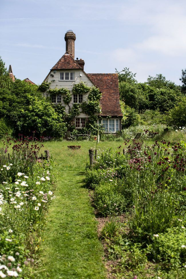 A FAIRYTALE GARDEN HIDDEN IN EAST SUSSEX - #countryside #countrysideliving #countrysidelife #nature #naturelover #beautifulplaces