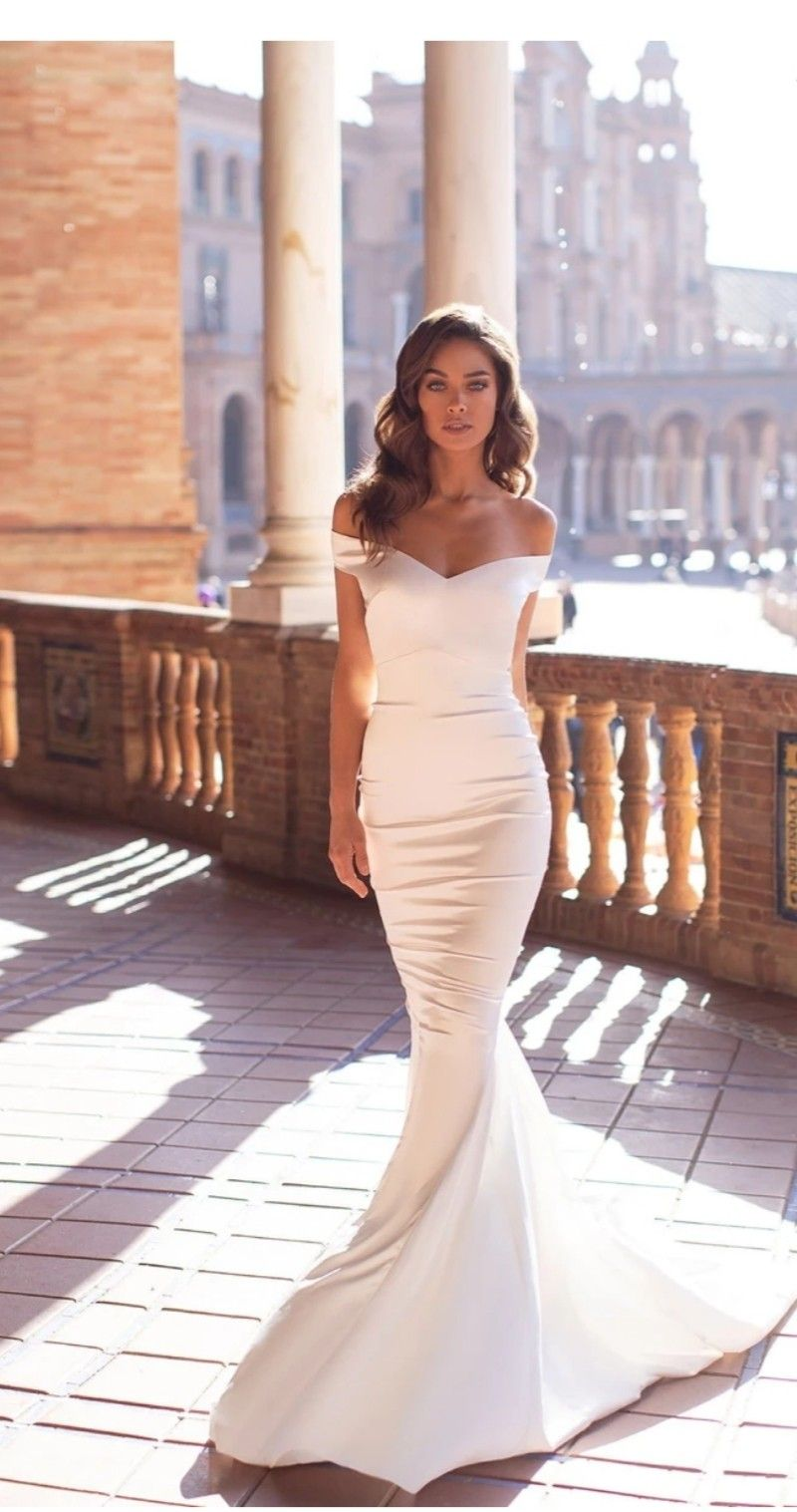 Pin By S O F I A On Trouwjurken Tight Wedding Dress Wedding Dresses Lace Silk Wedding Dress [ 1517 x 800 Pixel ]