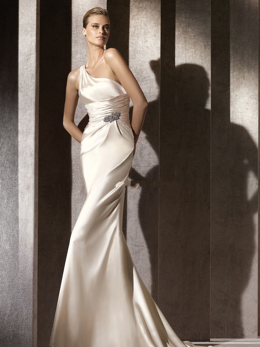 Fiona-Style-Satin-Material-Wedding-Dress-with-One-shoulder-Neckline-Empire-Waist-and-Full-Length-Fitted-Skirt-WG6680.jpg (900×1200)