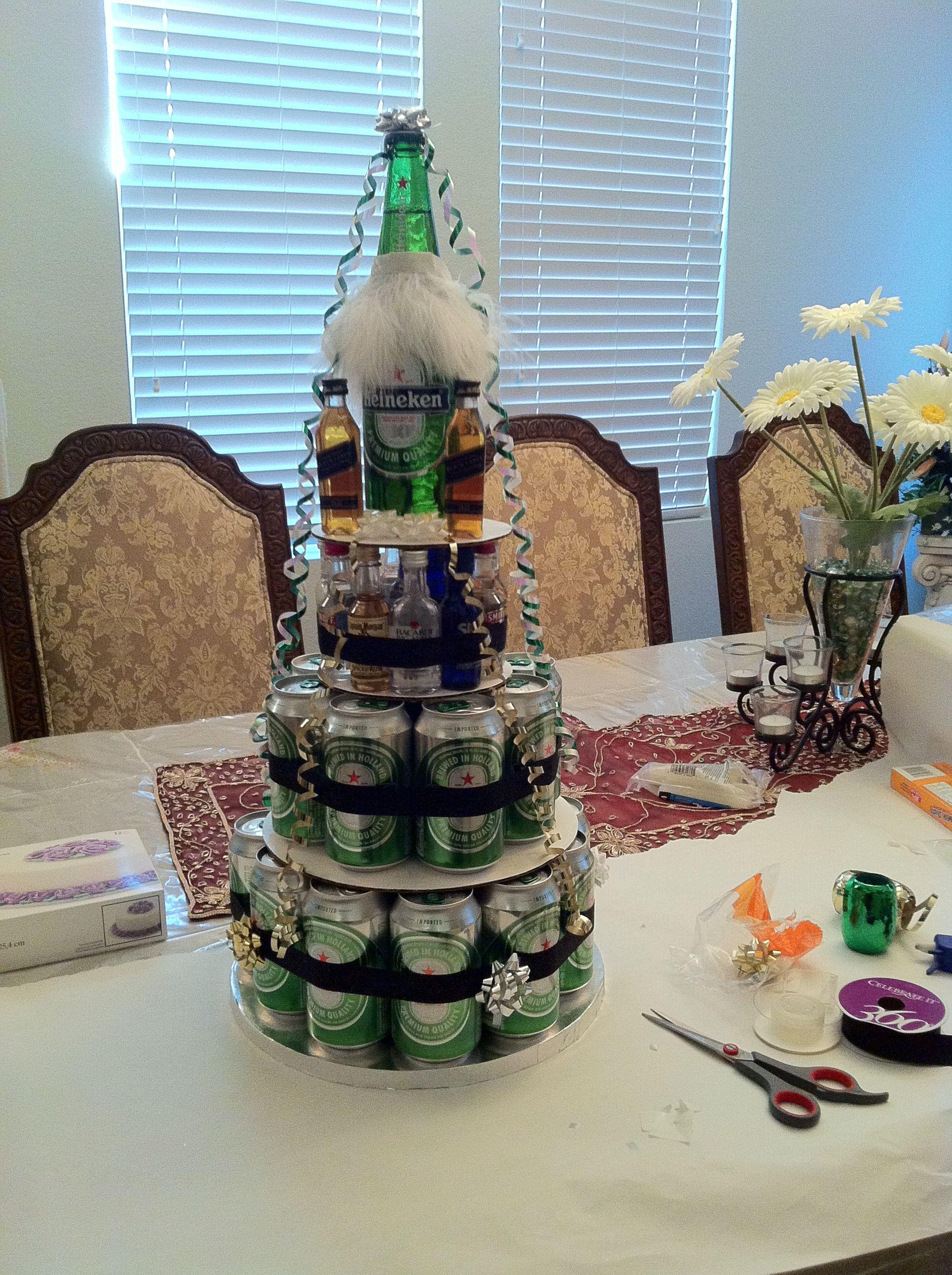 Пирамида из пива на день рождения фото