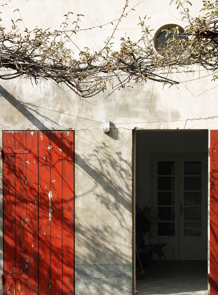 Casa con pergolato a Castelfelice, Montebello, Pavia. F.Collotti, M.Boasso, G.Caprarella, F.Ravara, fotografie di S.Acciai. Castelfelice, Montebello, Pavia 1994-1997