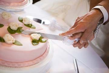 SUGGESTIONS FOR SONGS FOR WEDDING THE KNOT    Wedding Song List     Looking for song ideas whilst you cut the wedding cake  Here is a list of  popular  classic   modern cake cutting song ideas