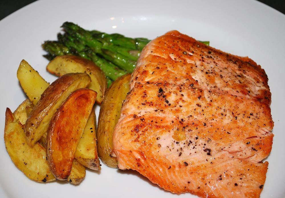Spicy portuguese salmon with asparagus salmon com asparagos spicy portuguese salmon with asparagus salmon com asparagos easy portuguese recipes forumfinder Gallery