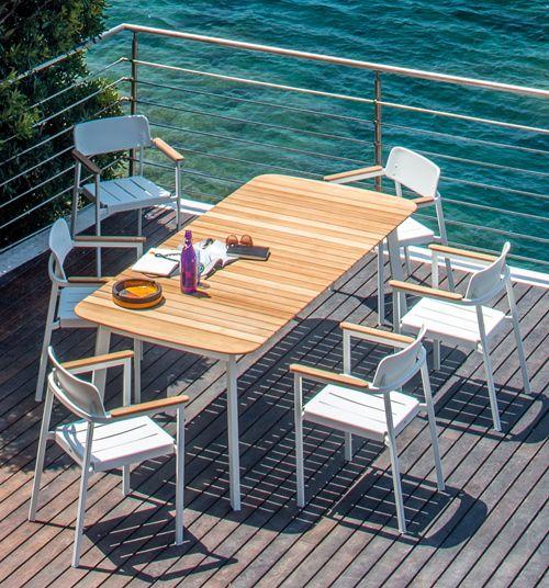 Shine Armlehnstuhl um Shine Tisch – perfekt für die große Essrunde