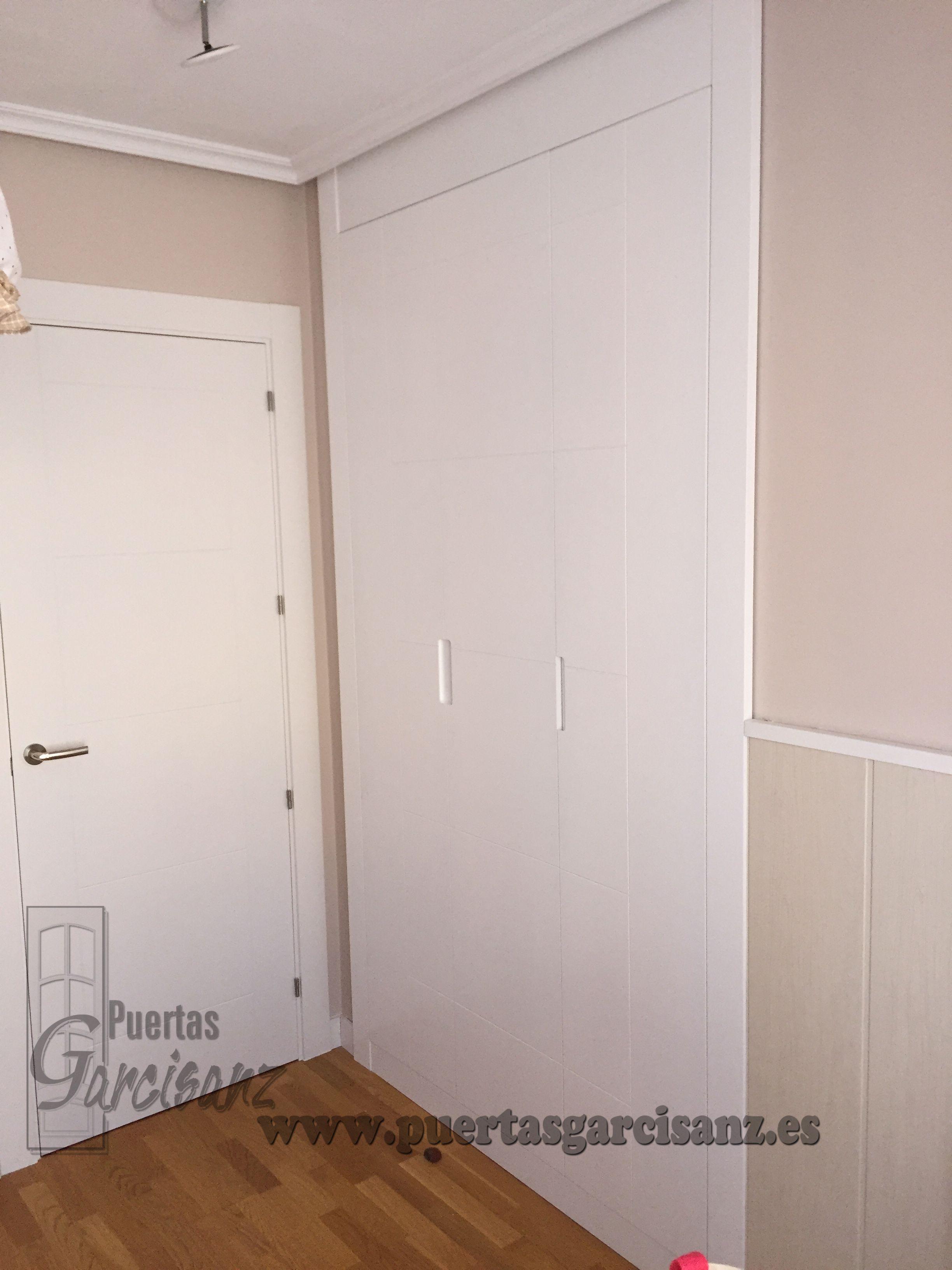Frente de armario lacado en blanco de 3 puertas abatibles - Pomos puertas armarios ...