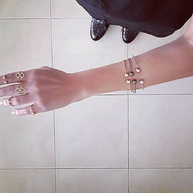 Today wearing my new black and gold ◽ #new #jewelry #havefun #instaphoto #photooftheday #instahappy #goodvibes #style #styleblogger #fashion #americagirl #worldgirl #life #love #instapic #instaphoto #smile #day #photo #happy #instagood #picoftheday