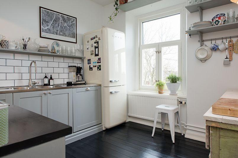 Kuchnia Z Czarna Drewniana Podloga Kuchnia Styl Klasyczny Aranzacja I Wystroj Wnetrz Dining Room Design Home Home Kitchens