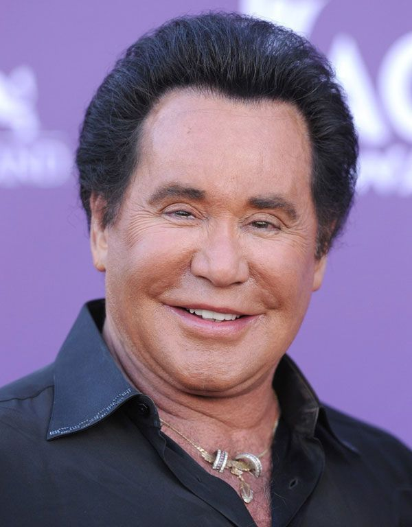 omg     what happened     wayne newton  served at the